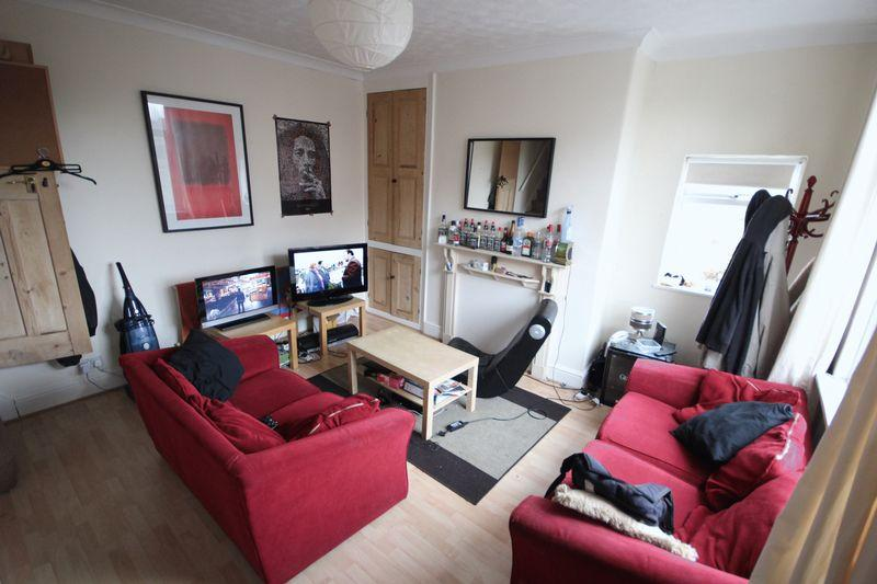 3 Bedrooms Terraced House for rent in Lumley Grove, Burley