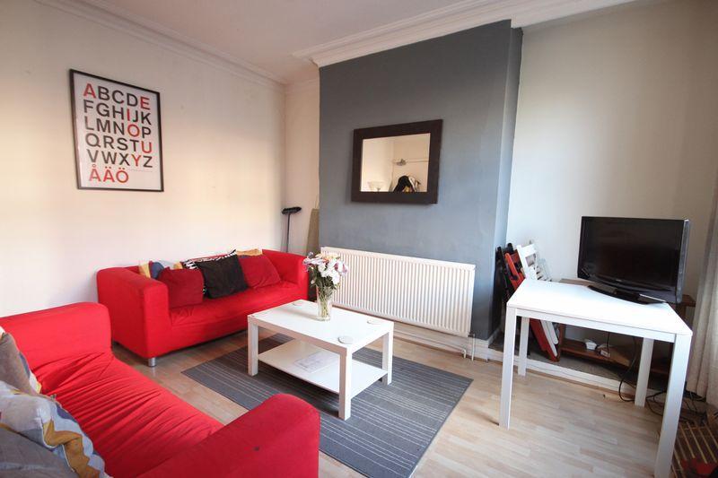 3 Bedrooms Terraced House for rent in Beechwood Avenue, Burley