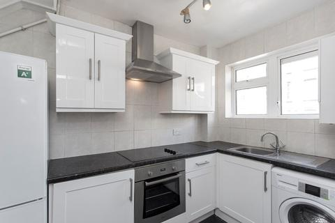4 bedroom maisonette to rent - Bronti Close, London