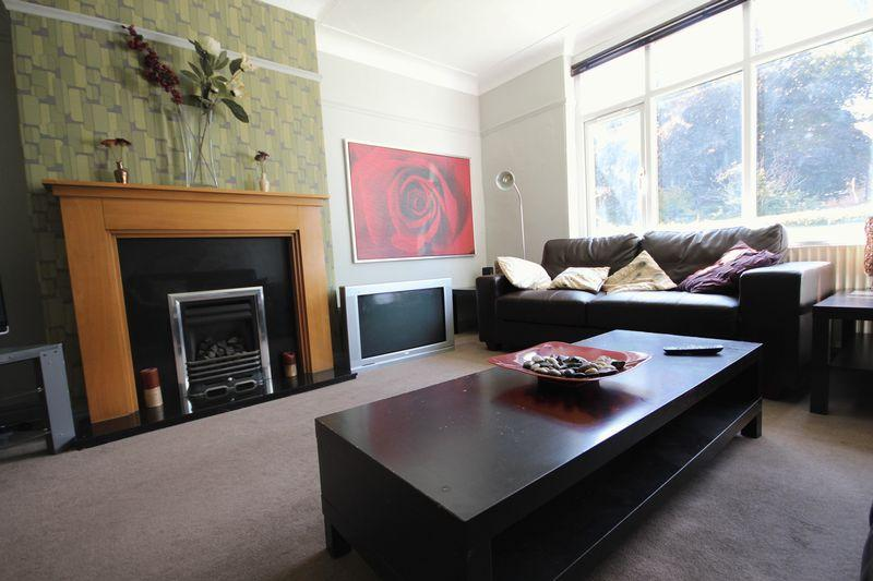 5 Bedrooms Semi Detached House for rent in St Michaels Grove, Headingley
