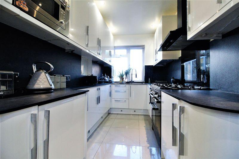 4 Bedrooms Semi Detached House for sale in WOW FACTOR Home in The Saints area, St. Monicas Avenue