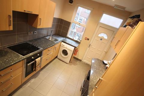 6 bedroom terraced house to rent - Norville Terrace, Headingley