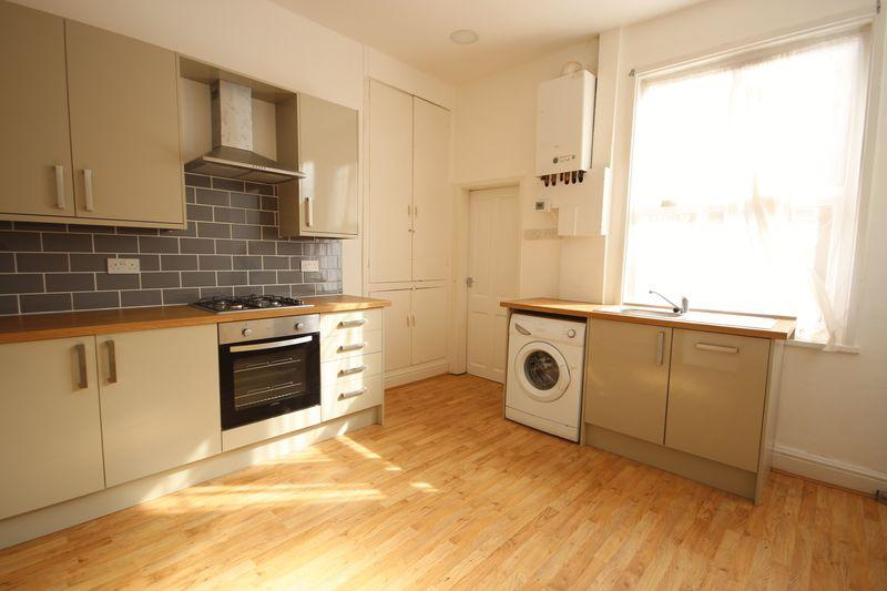 4 Bedrooms Terraced House for rent in Norwood Road, Hyde Park