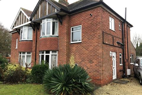 3 bedroom semi-detached house to rent - Yarborough Crescent, Lincoln