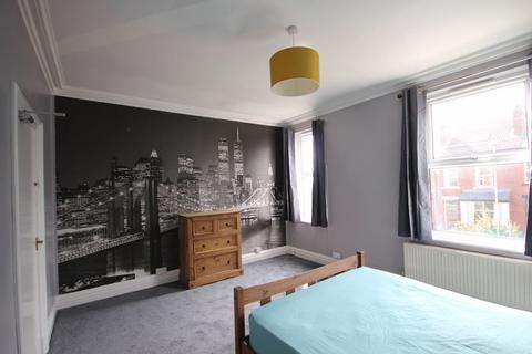 5 bedroom terraced house to rent - Stanmore Road, Burley
