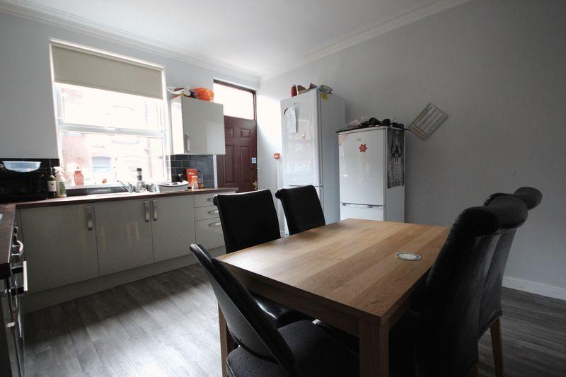 7 Bedrooms Terraced House for rent in Welton Road, Hyde Park