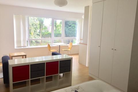 Studio to rent - Rosehill Court, Woolton