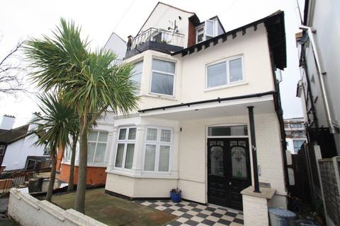 2 bedroom flat to rent - Leigh Cliff Road, Leigh on Sea
