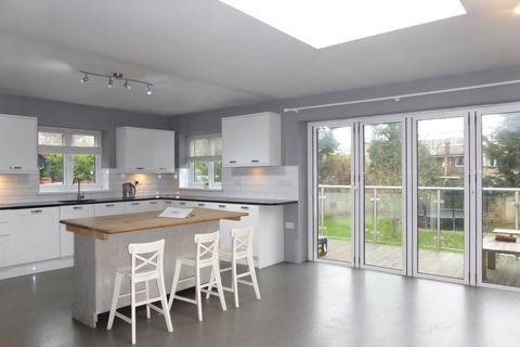 4 bedroom flat to rent - Wilbury Crescent - P1638
