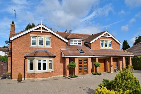 5 bedroom detached house for sale - Middle Drive, Darras Hall, Ponteland, Newcastle upon Tyne, NE20