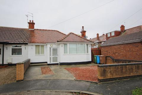 2 bedroom semi-detached bungalow for sale - Oak Avenue, Willerby, Hull, HU10