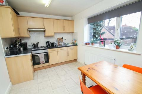 4 bedroom semi-detached house to rent - ALL BILLS INCLUDED - Richmond Avenue