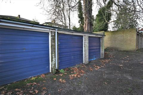 Garage to rent - Beckenham Grove, Bromley