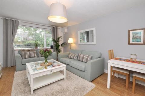 2 bedroom apartment to rent - Stevens Close, Beckenham