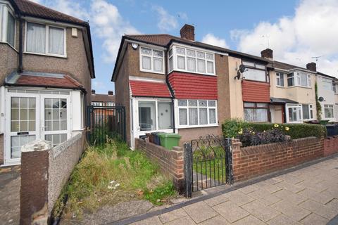 3 bedroom end of terrace house for sale - New Road, Dagenham