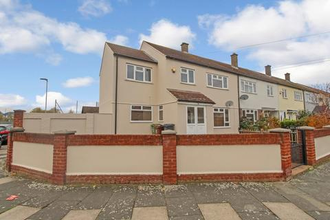 4 bedroom end of terrace house for sale - Glenmore Way, Barking