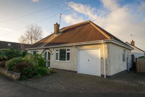 2 bedroom detached bungalow for sale - Valjean Crescent, Kirby Muxloe, Leicester