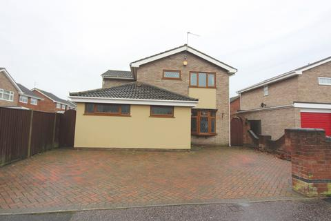 5 bedroom detached house for sale - Whinchat Way, Bradwell, NR31