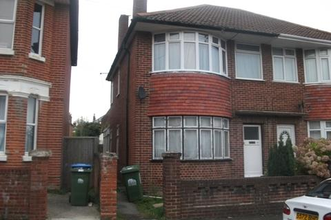 2 bedroom property to rent - Holyrood Avenue, Highfield, Southampton, SO17