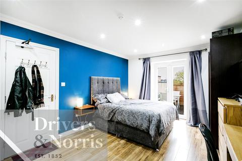 Studio to rent - York Way, Holloway, London, N7