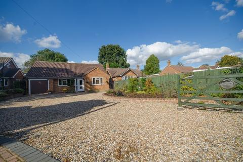 3 bedroom detached bungalow for sale - Immaculate three bedroom bungalow in desirable location