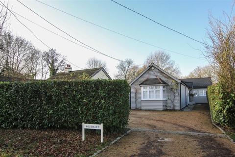 4 bedroom detached bungalow for sale - Days Lane, Pilgrims Hatch, Brentwood