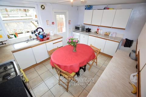 5 bedroom house share to rent - Talbot Road, Northampton NN1