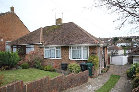 2 bedroom semi-detached bungalow to rent - Dale Crescent, Brighton