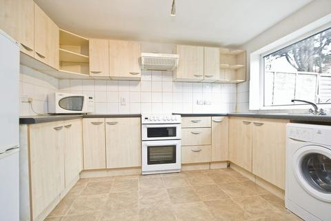 2 bedroom terraced house to rent - Richardson Road, Stratford, E15