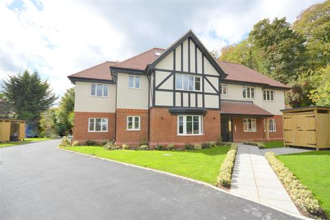 2 bedroom flat for sale - Russell Green Close, Purley