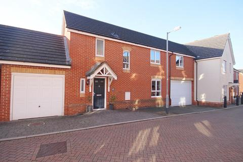 3 bedroom semi-detached house for sale - Goodwin Close, Chelmsford, CM2