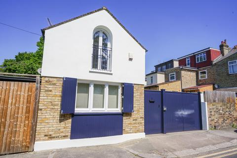 2 bedroom coach house to rent - Coach House, Wootton Grove, Finchley, N3