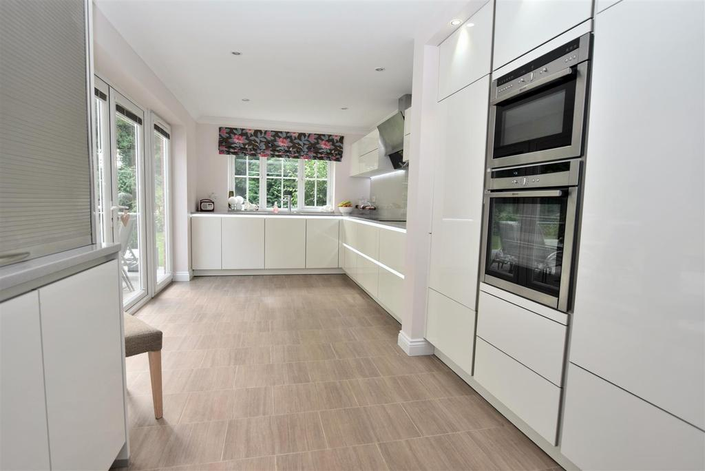 Superb Contemporary Kitchen