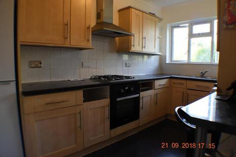2 bedroom flat for sale - Kingston Hill Avenue, Romford, RM6