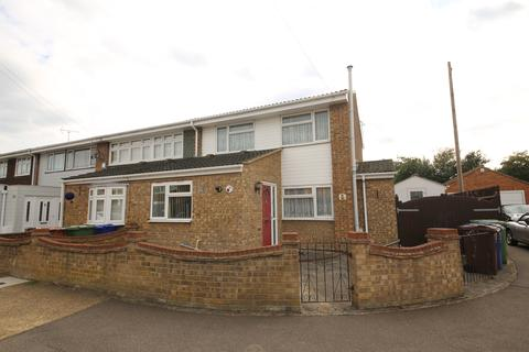 3 bedroom end of terrace house for sale - Solway, East Tilbury