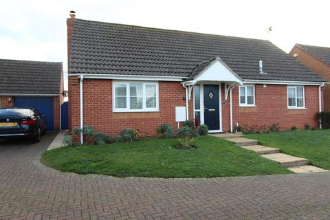 3 bedroom detached bungalow for sale - Seaview Gardens,, Brigtlingsea, Colchester CO7