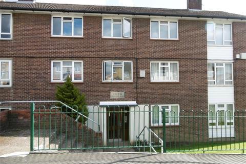 2 bedroom flat for sale - Highfield Road, ROMFORD, Essex