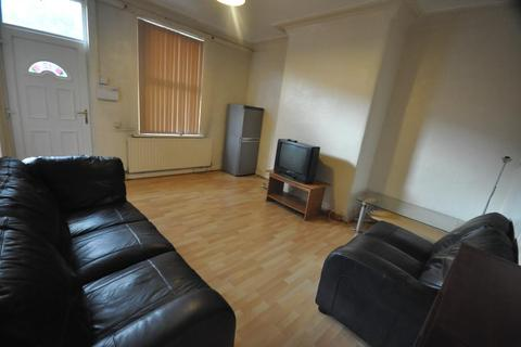 2 bedroom house share to rent - Royal Park Avenue, Hyde Park, Leeds, LS6 1EY