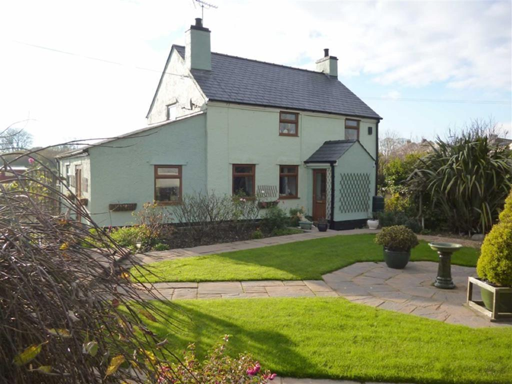 3 Bedrooms Detached House for sale in Amlwch, Anglesey