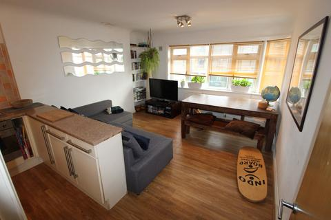 2 bedroom flat to rent - Sea Road, Boscombe, Dorset