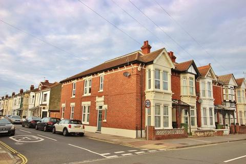 3 bedroom end of terrace house for sale - Winter Road, Southsea