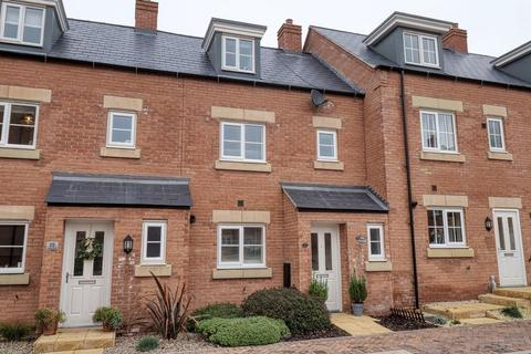 3 bedroom townhouse for sale - Lucerne Road, Biddulph, Staffordshire, ST8 7FG