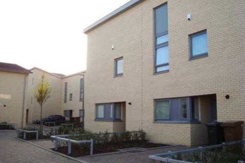 3 bedroom flat to rent - 8 Cakemuir Grove