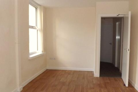 2 bedroom flat to rent - Llawr Y Dref