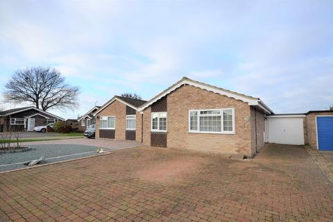 2 bedroom detached bungalow for sale - Feedhams Close, Wivenhoe, CO7 9HZ