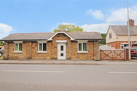 3 bedroom detached bungalow for sale - Holyhead Road, Chirk