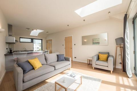 2 bedroom flat to rent - CALTON ROAD, OLD TOWN, EH8 8DP