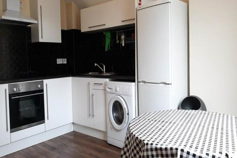 4 bedroom flat to rent - City Road, Roath, Cardiff