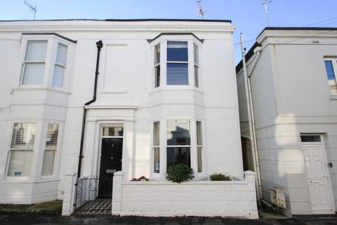 3 bedroom end of terrace house for sale - Great College Street, Brighton