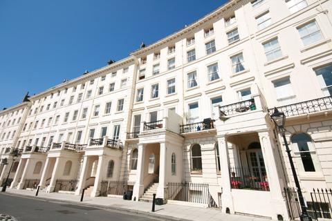 2 bedroom flat to rent - Adelaide Crescent, Hove, BN3